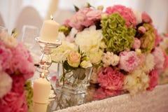 Piękna świeczka z dużo kwitnie obraz royalty free