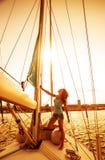 Piękna żeglarz dziewczyna zdjęcie royalty free