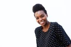 Piękna afro amerykańska kobieta patrzeje szczęśliwy Zdjęcia Stock