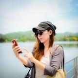 Piękna Azjatycka kobieta brać obrazek ona, Obraz Royalty Free