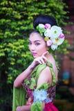 Piękna Azjatycka kobieta z Tajlandzką tradycyjną suknią obraz stock