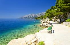 Piękna błękitna laguna w Brela, Makarska Riviera, Dalmatia, Chorwacja zdjęcia stock