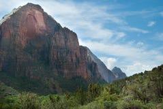 Piękna błękitna linia horyzontu z widoku górskiego krajobrazem Mt Zion park narodowy, St George, UT Obraz Stock