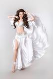 piękna bellydancer Arabski brzucha taniec odizolowywający na białej stadninie Zdjęcia Stock