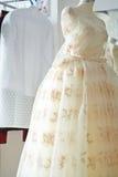 Piękna Bieżąca Balowa toga w krawiectwa studiu Fotografia Stock