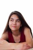 Piękna biracial nastoletnia dziewczyna looing up z szczęśliwymi expres Zdjęcia Royalty Free