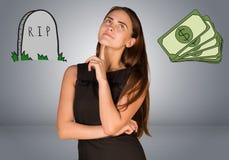 Piękna biznesowa kobieta myśleć nad pieniądze i Obraz Stock