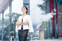 Piękna biznesowa kobieta robi portretowi zdjęcia royalty free