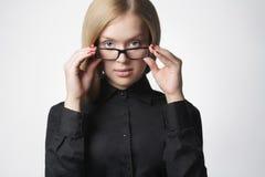 Piękna blond kobieta w szkłach Fotografia Stock