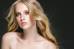 Piękna blondynki kobiety piękna modela dziewczyna z perfect makeup ove obrazy stock