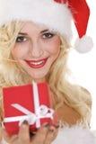 piękna blondynki prezenta dziewczyny kapelusz Santa obraz stock