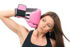 Piękna bokserska kobieta w menchii pudełka rękawiczkach zdjęcie royalty free