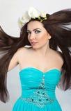Piękna brunetki dziewczyna. Zdrowy Latający Długie Włosy Obraz Stock