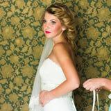 Piękna caucasian panna młoda dostaje przygotowywający dla ślubnej ceremonii Obraz Stock