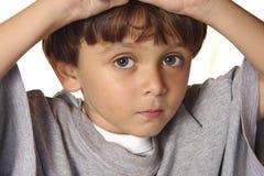 piękna chłopiec przygląda się s Obraz Stock