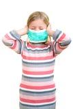 Piękna chora dziewczyny gacenia grypa maską dla dzieciaka zdjęcie royalty free