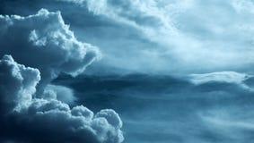 Piękna ciężka chmura w burzowym niebie zdjęcie royalty free