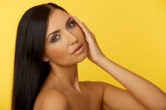 piękna, czarna z niebieskimi włosami Fotografia Royalty Free