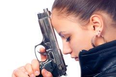 piękna czarny dziewczyny pistoletu mienia kurtki skóra obrazy stock