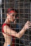 Piękna dama na drucianym siatkarstwie Obraz Stock
