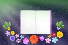 Piękna dekoracja kwiatów rama z notepad w centrum na błękitnym szorstkim sztukateryjnym tle Kwiecisty skład wiosna lub lato Zdjęcie Royalty Free