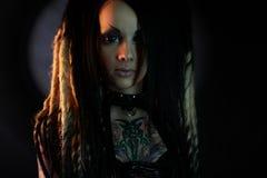 Piękna demon dziewczyna z podbitymi oczami fotografia royalty free