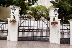 Piękna dokonanego żelaza ochrony brama obraz royalty free