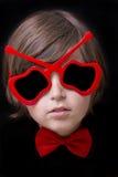 Piękna dziecka chłopiec w okularach przeciwsłonecznych Czerń odizolowywający obrazy stock