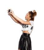 Piękna dziewczyna brać obrazki jej jaźń zdjęcie stock