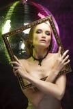 Piękna dziewczyna jest ubranym elegancką kolię z wieczór makijażem obrazy royalty free