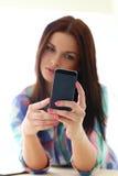 piękna dziewczyna komórkę fotografia stock