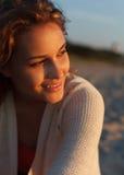 Piękna dziewczyna na plaży Fotografia Royalty Free