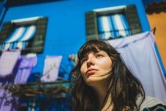 Piękna dziewczyna pozuje w Venice fotografia royalty free