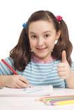 Piękna dziewczyna rysuje OK i pokazuje Fotografia Stock