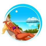 Piękna dziewczyna sunbathing na plaży ilustracji