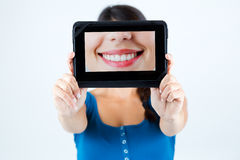Piękna dziewczyna trzyma obrazek usta ono uśmiecha się Obraz Royalty Free