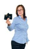 Piękna dziewczyna trzyma opadającego dyska Zdjęcia Royalty Free