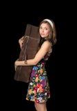 Piękna dziewczyna trzyma starą walizkę Obrazy Royalty Free
