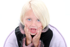 piękna dziewczyna twarzy podaj trochę szokująca wyglądać zdjęcie stock