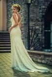 Piękna dziewczyna w ślubnej sukni Obrazy Royalty Free