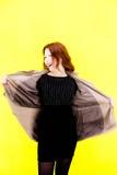 Piękna dziewczyna w żakiecie Żółty tło Zdjęcia Stock