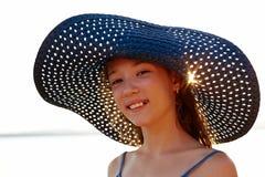 Piękna dziewczyna w błękitnym kapeluszu Obrazy Stock