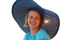 Piękna dziewczyna w błękitnym kapeluszu na letnim dniu Obrazy Stock