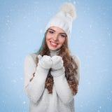 Piękna dziewczyna w białym pulowerze Zdjęcie Royalty Free
