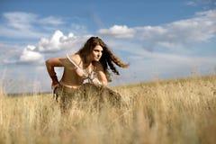 Piękna dziewczyna w kostiumu amazonka obrazy stock