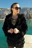 Piękna dziewczyna w okularach przeciwsłonecznych Zdjęcia Royalty Free