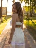 Piękna dziewczyna w pięknym mieście fotografia stock