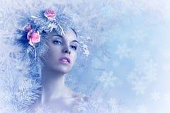 Piękna dziewczyna w zima wizerunku obraz stock