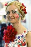 Piękna dziewczyna z artystycznym makijażem Obrazy Stock