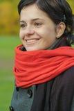 Piękna dziewczyna z czerwonym szalikiem zdjęcie stock